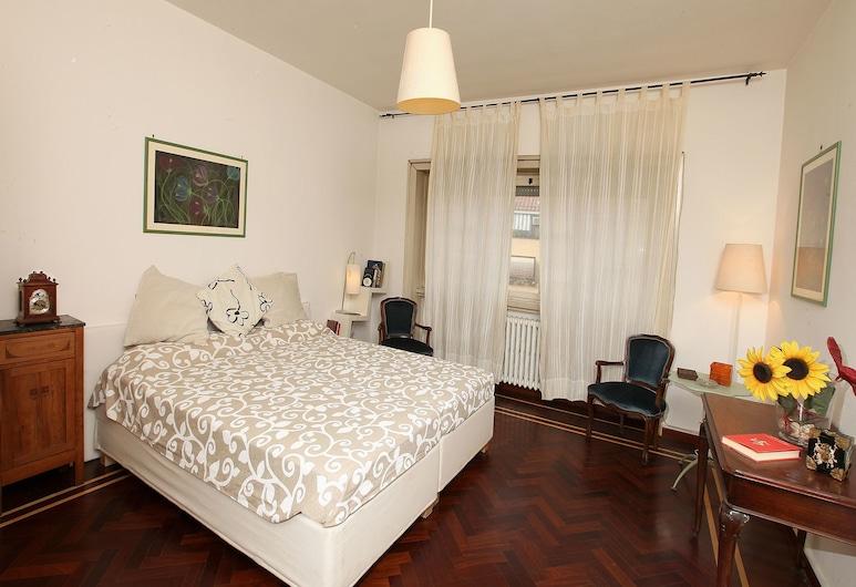 Angelo Emo Home, Rooma, Classic külaliskorter, omaette vannitoaga, vaade linnale, Tuba