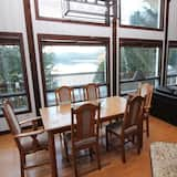 Chalet, 3 Bedrooms, Lakeside - In-Room Dining