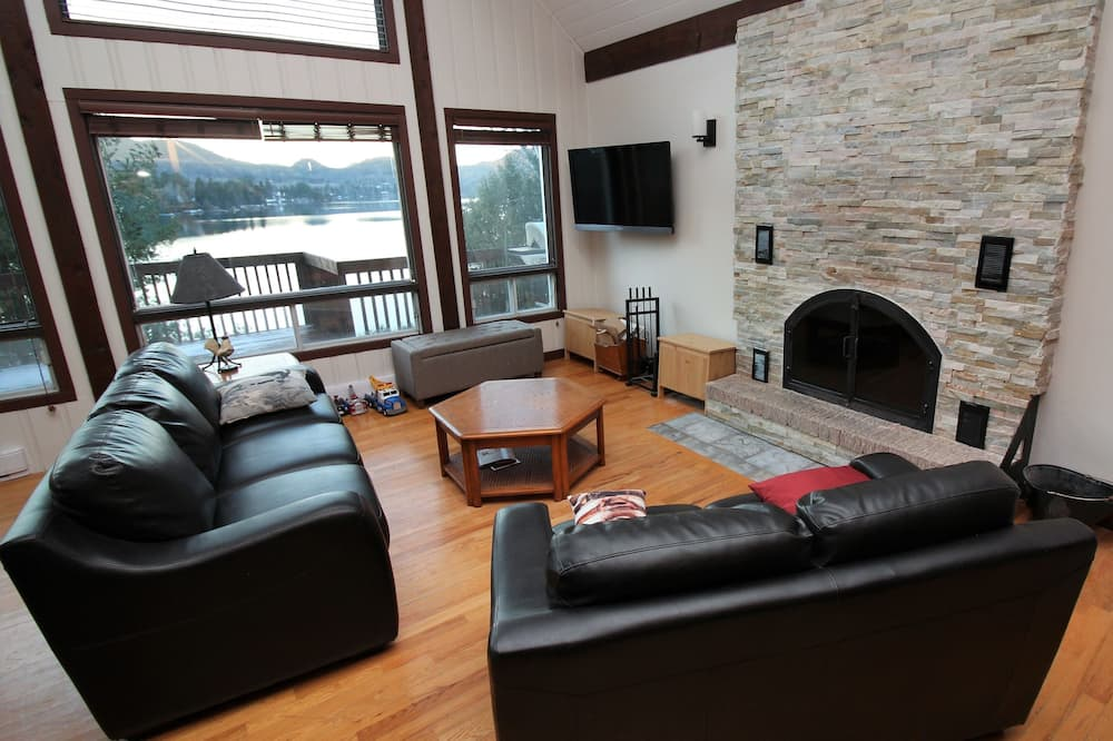 Chalet, 3 Bedrooms, Lakeside - Living Room