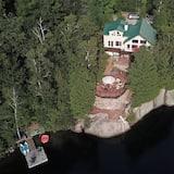 Duhamel Rock Cliff 3-Bedroom Waterfront Chalet