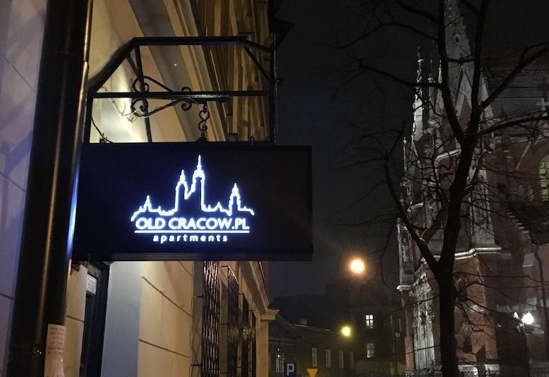 Old Cracow Apartments, Krakau, Fassade der Unterkunft – Abend/Nacht
