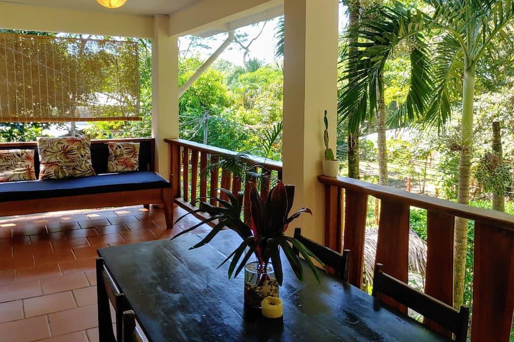 Apartamento clásico, 2 habitaciones, cocina, vistas al jardín - Zona de estar