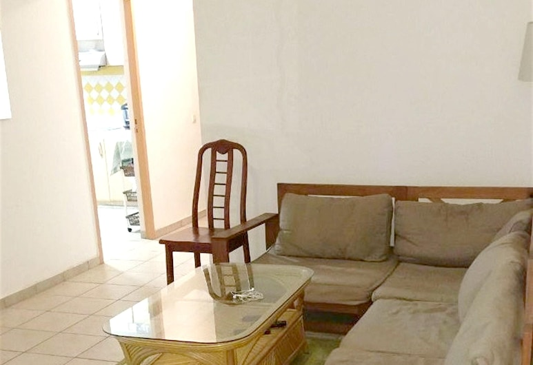 Apartment With 4 Bedrooms in Pointe-à-pitre, With Wonderful City View, Furnished Terrace and Wifi - 5 km From the Beach, Pointe-à-Pitre, Wohnzimmer