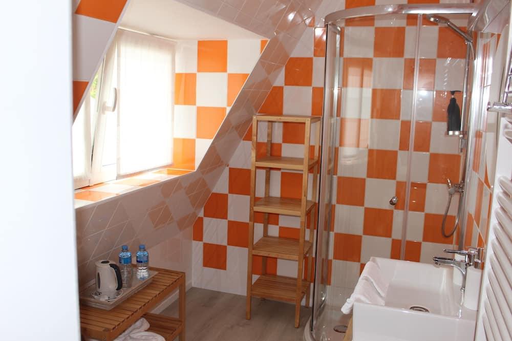 コンフォート ダブルまたはツインルーム シングルベッド 2 台 - バスルーム