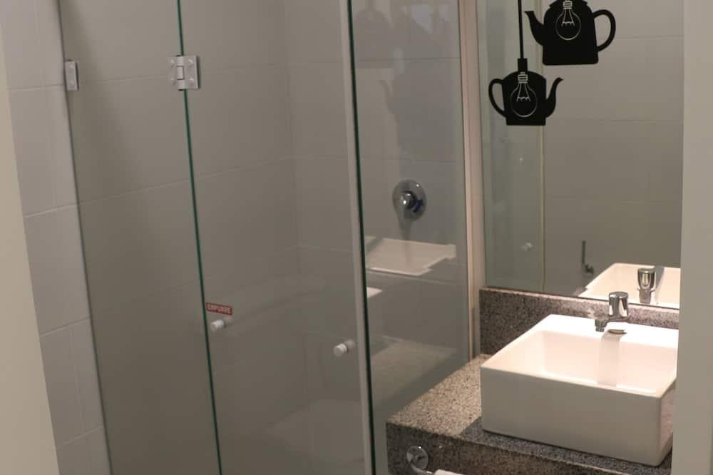 ห้องสแตนดาร์ดดับเบิล, เตียงใหญ่ 1 เตียง และโซฟาเบด - ห้องน้ำ
