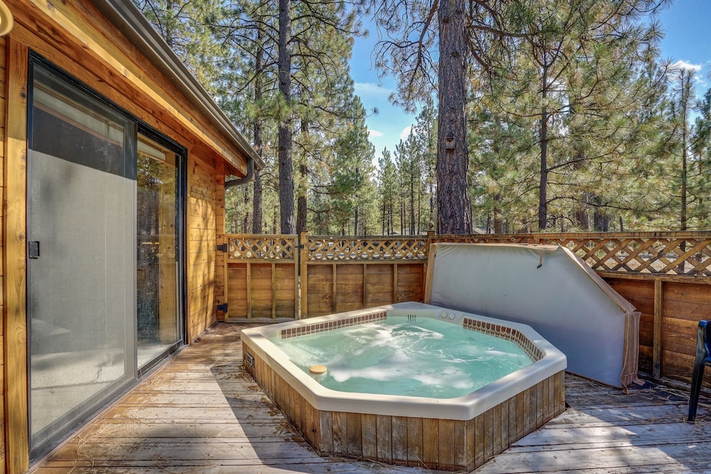 Sisters Tollgate Cabin With Hot Tub U0026 WiFi Apartment 2, Sisters, Apartment,  Outdoor