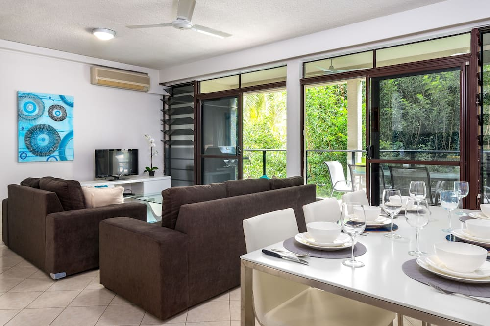 Deluxe külaliskorter, 3 magamistoaga, 2 vannitoaga, vaade aeda - Einetamisala toas