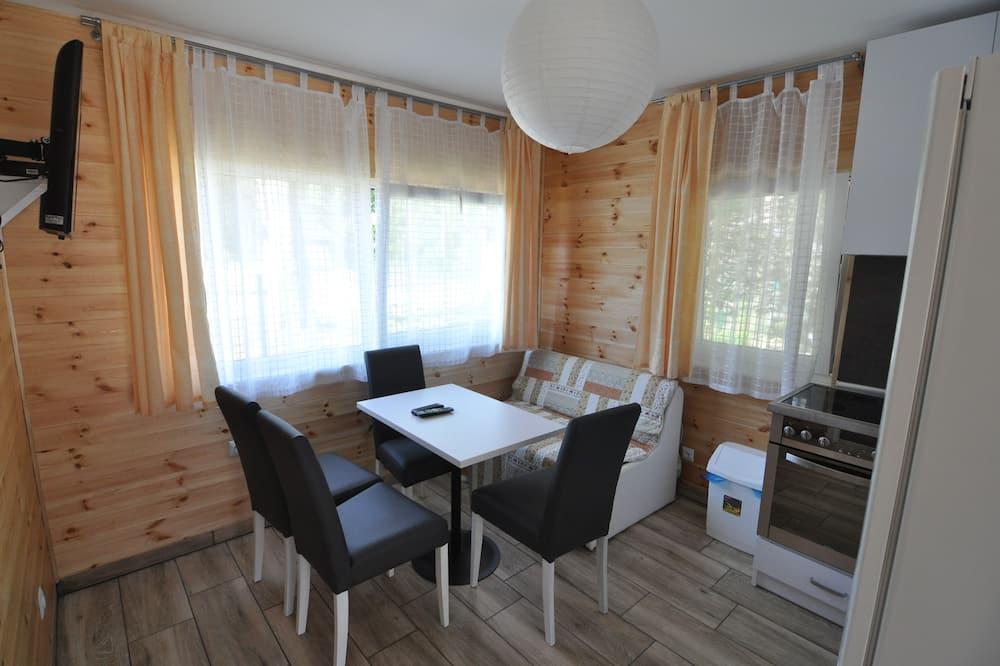 Trobelė su patogumais, 2 miegamieji, virtuvė - Vakarienės kambaryje