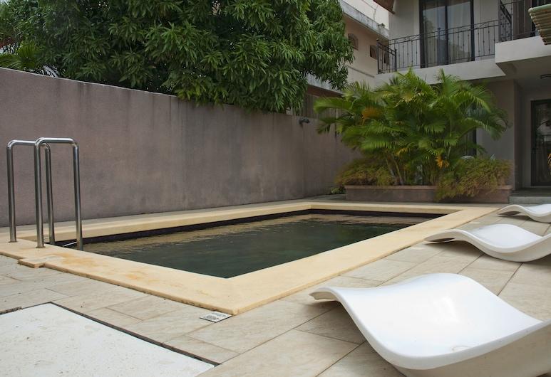 泰瑞莎公寓酒店, 蒙舒瓦西, 室外泳池