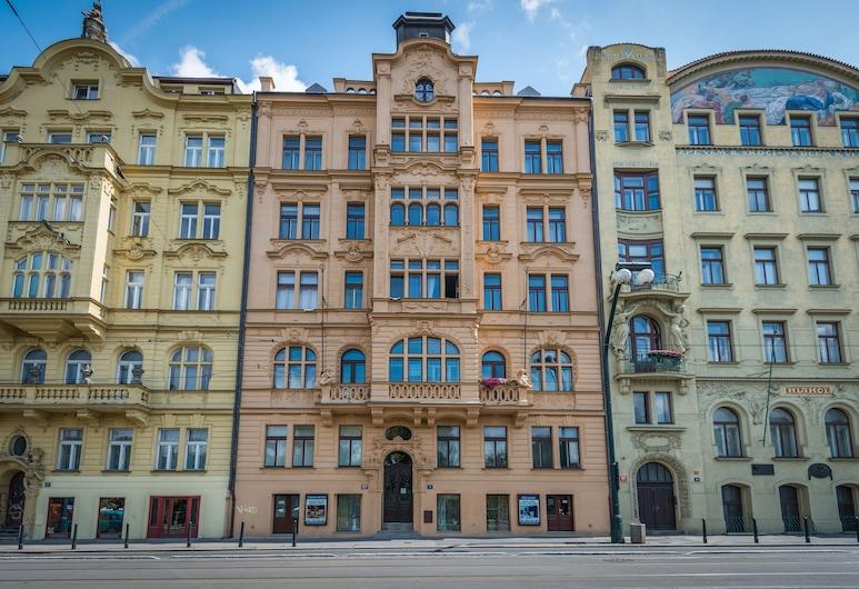 Riverside Apartment With A Balcony, Praga, Vista frontal de la propiedad