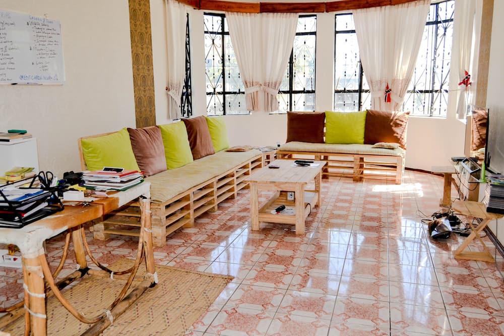 Shared Dormitory, Mixed Dorm, Private Bathroom - Living Room