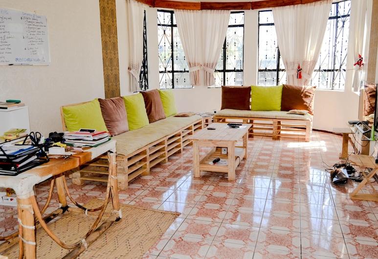 Campers and Backpakers Hostel, ארושה, חדר מעונות משותף, חדר מעונות מעורב (גברים ונשים), חדר רחצה פרטי, סלון