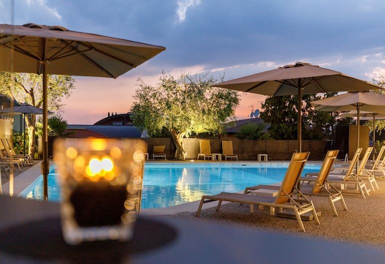 Art Hotel Ventaglio, Bardolino, Quầy bar bên hồ bơi