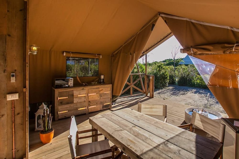 Family Tent, Multiple Beds - In-Room Dining