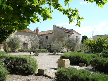 Enter your dates for our Arles last minute prices