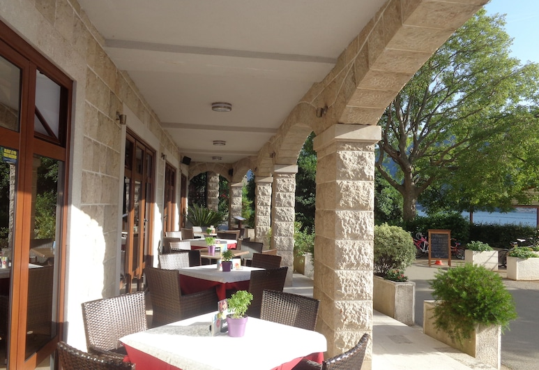 Apartments Bella di Mare, Kotor, Utendørsservering