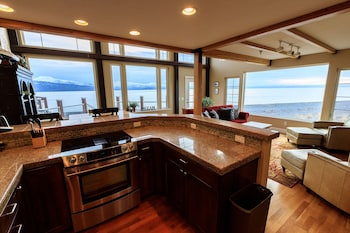 Picture of Otter Beach Lodges in Homer