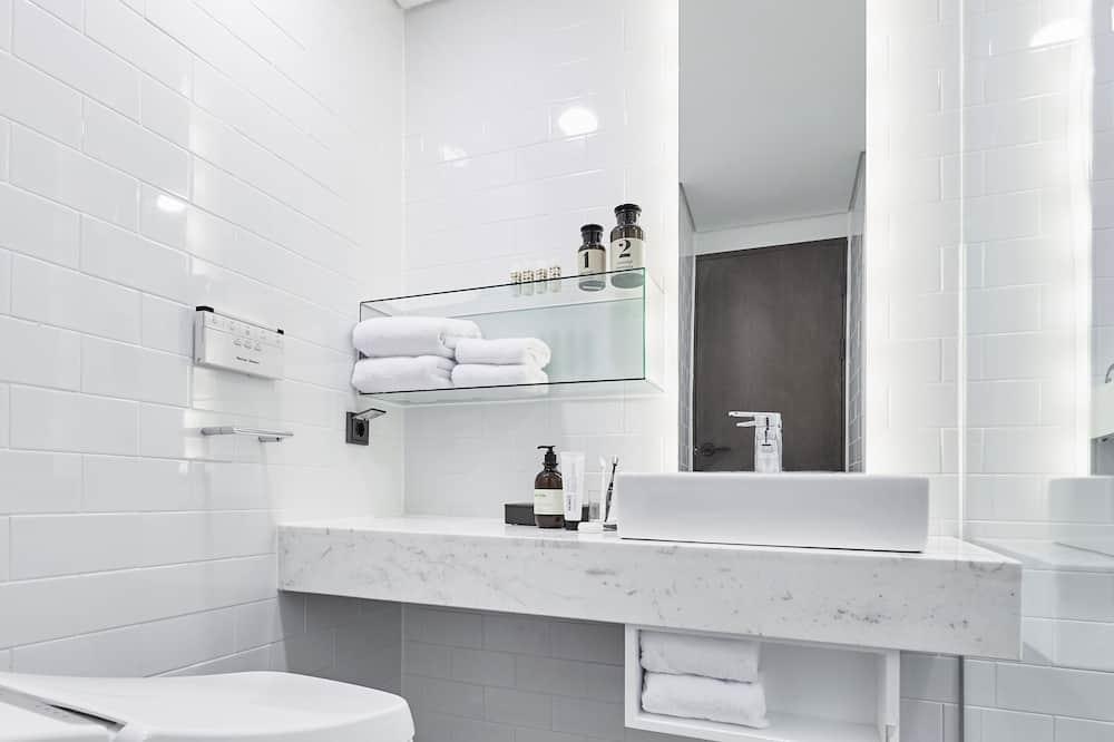 Habitación familiar con 2 camas individuales (Lower Floor) - Baño