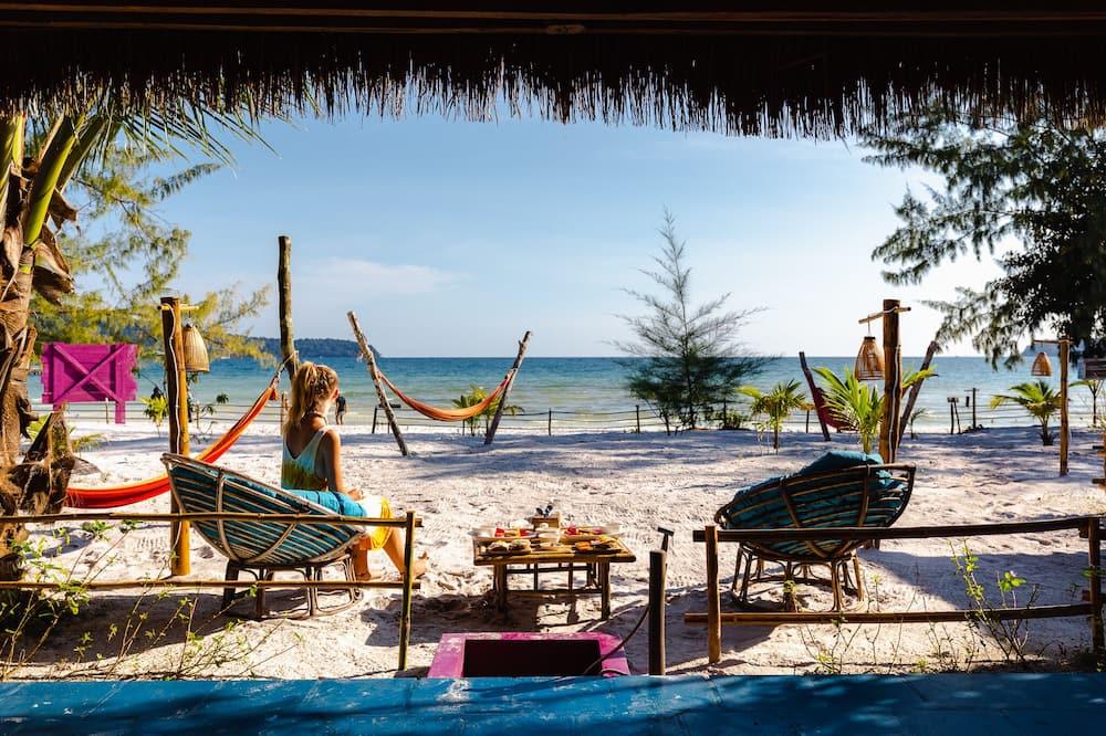 Basic-bungalow - 1 kingsize-seng - terrasse - ved stranden - Strand-/havudsigt