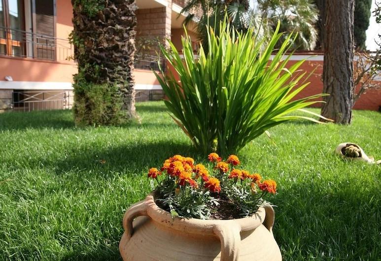 Villa Marogna Rooms and Breakfast, Alghero, Parco della struttura