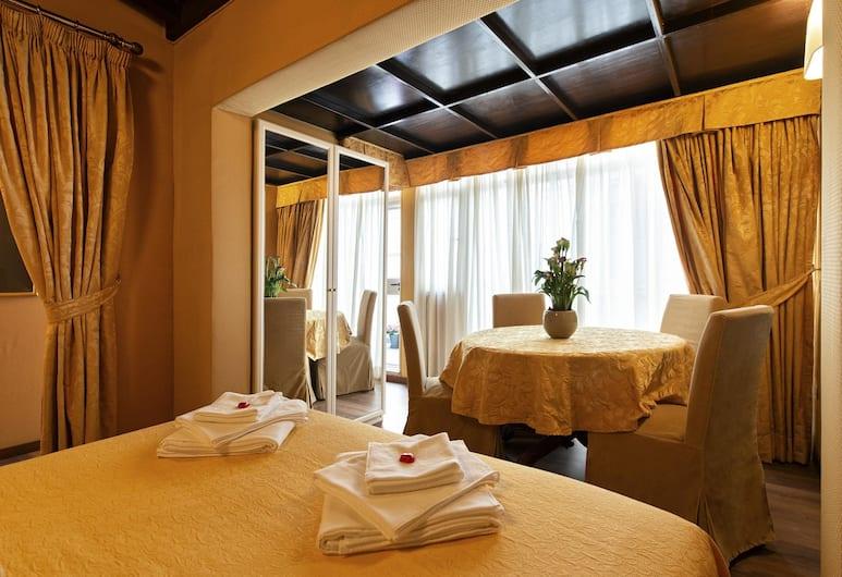Canova Rooms in Spanish Steps, Rome, Quadrupla Deluxe, terrazzo, Camera