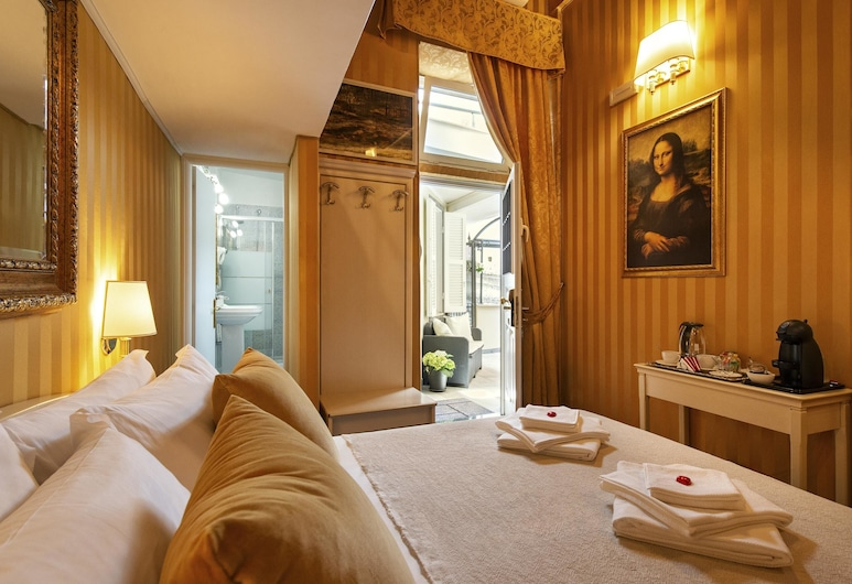 Canova Rooms in Spanish Steps, Rome, Comfort Triple Room, Private Bathroom, Guest Room