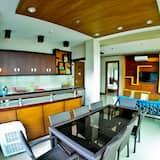 Family Suite, 1 Bedroom, Ocean View - In-Room Dining