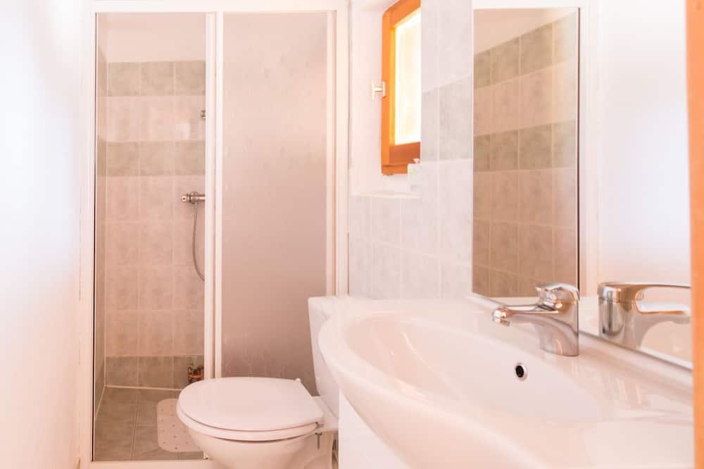 Familien-Dreibettzimmer, eigenes Bad (3) - Badezimmer