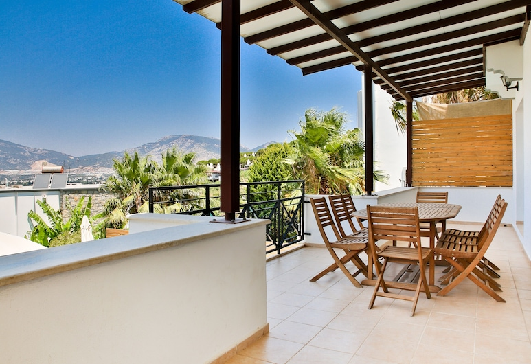 Important Group Villa BD463 4 Bedrooms, Bodrum, Balkong