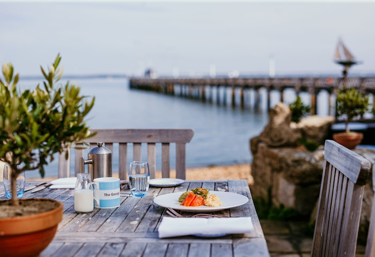 The George, Yarmouth, Outdoor Dining