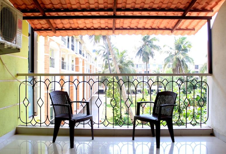 CasaMelhor Pool View Apartment CM011, Candolim, Balcony