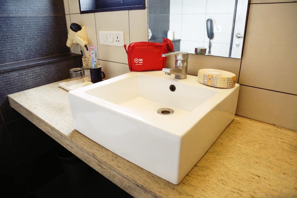 Δίκλινο Δωμάτιο (Double ή Twin) - Νιπτήρας μπάνιου
