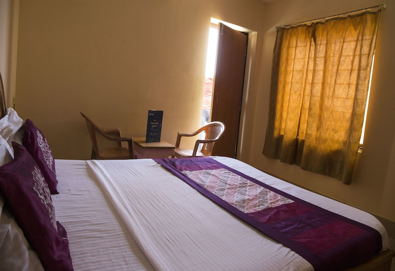 OYO 5016 near Chakratirtha Road, Puri, Double or Twin Room, Guest Room