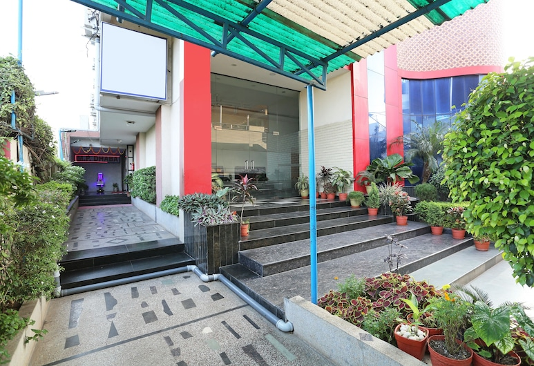 OYO 9856 Hotel MP Inn, Raipur, Jardim