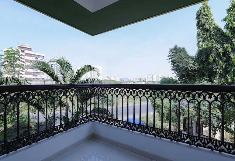 OYO 10031 Wind Chimes Boutique Guest House, Surat, Double or Twin Room, Balcony