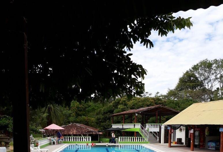 地中海小屋, 特里溫福港, 室外泳池
