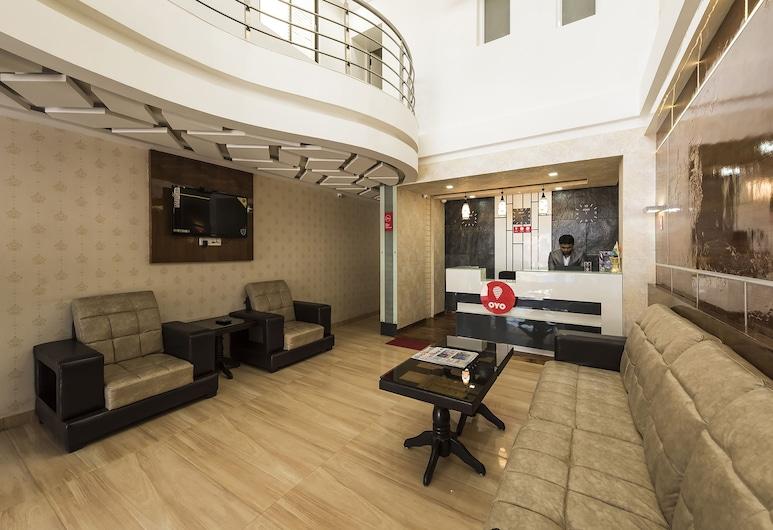 OYO 11414 Hotel Silver Suites, Чікамагалуру, Фойє