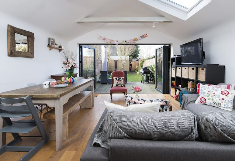 3BR Family Home in Barnes, London, Apartment, 3Schlafzimmer, Wohnzimmer