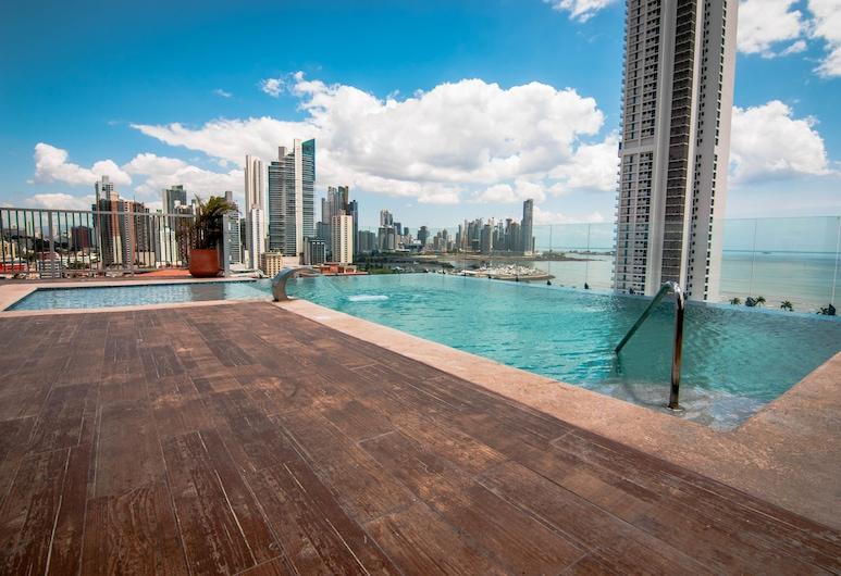 Innfiniti Hotel & Suites, Ciudad de Panamá, Alberca en el piso superior