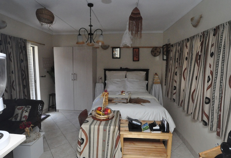 Mpofu Guest House, Harare, Deluxe Double Room, Non Smoking, Living Area