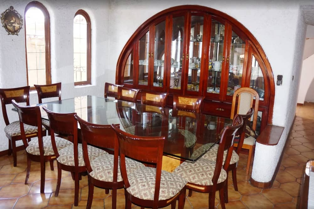 Twin Room - In-Room Dining