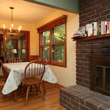 House, 3 Bedrooms, Lakeside - In-Room Dining