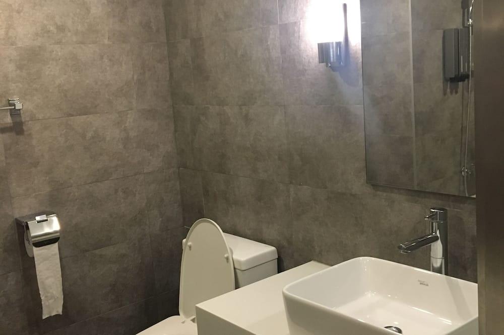Deluxe Room (B) - Bathroom