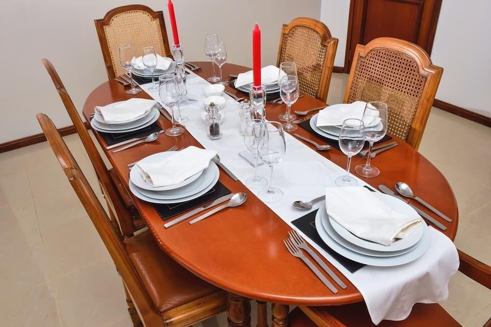 Căn hộ - Ăn uống tại phòng