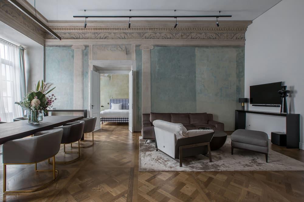 Suite (Heritage) - Living Room