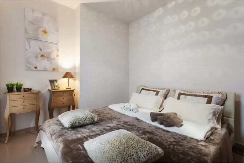 Schlafzimmer Buddha buddha apartment sitges in sitges hotels com