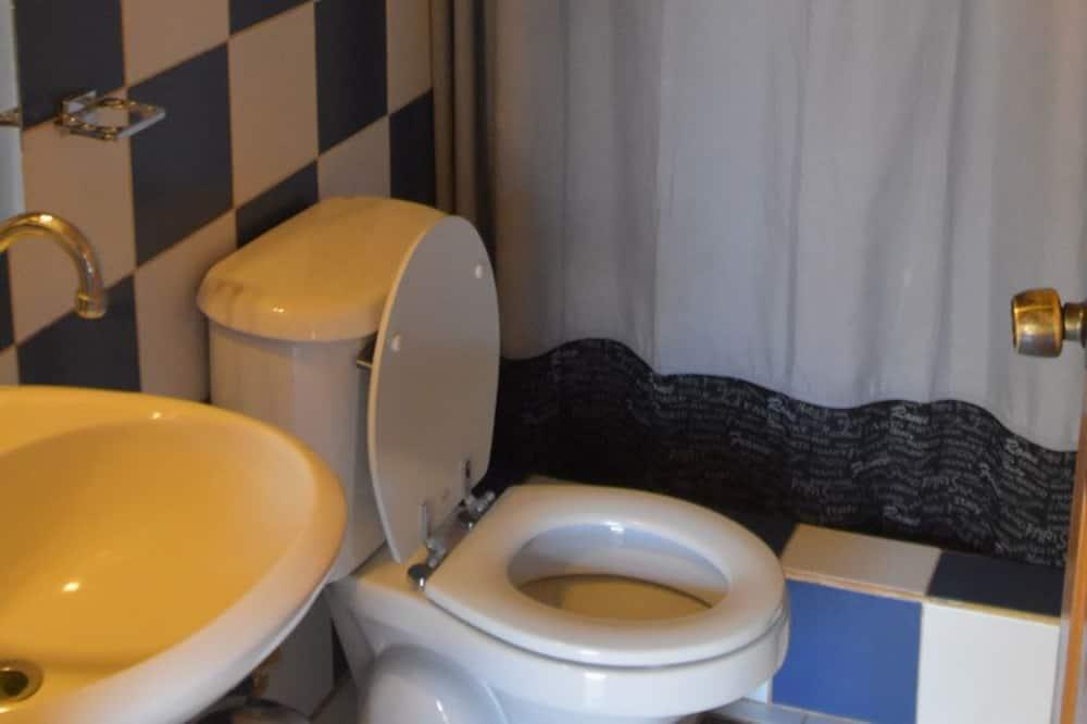 Pokój dwuosobowy, Łóżko podwójne, wspólna łazienka - Łazienka