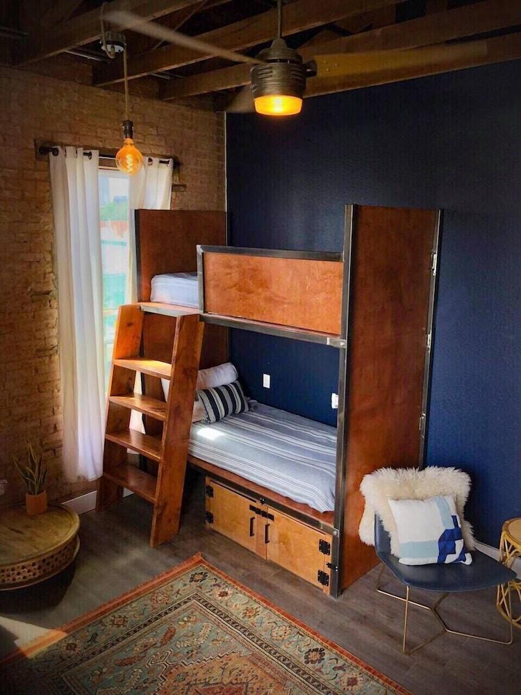 Deep Ellum Hostel Dallas