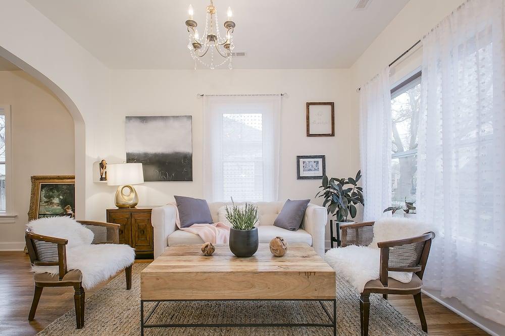 Simple Elegant Idaho Cottage