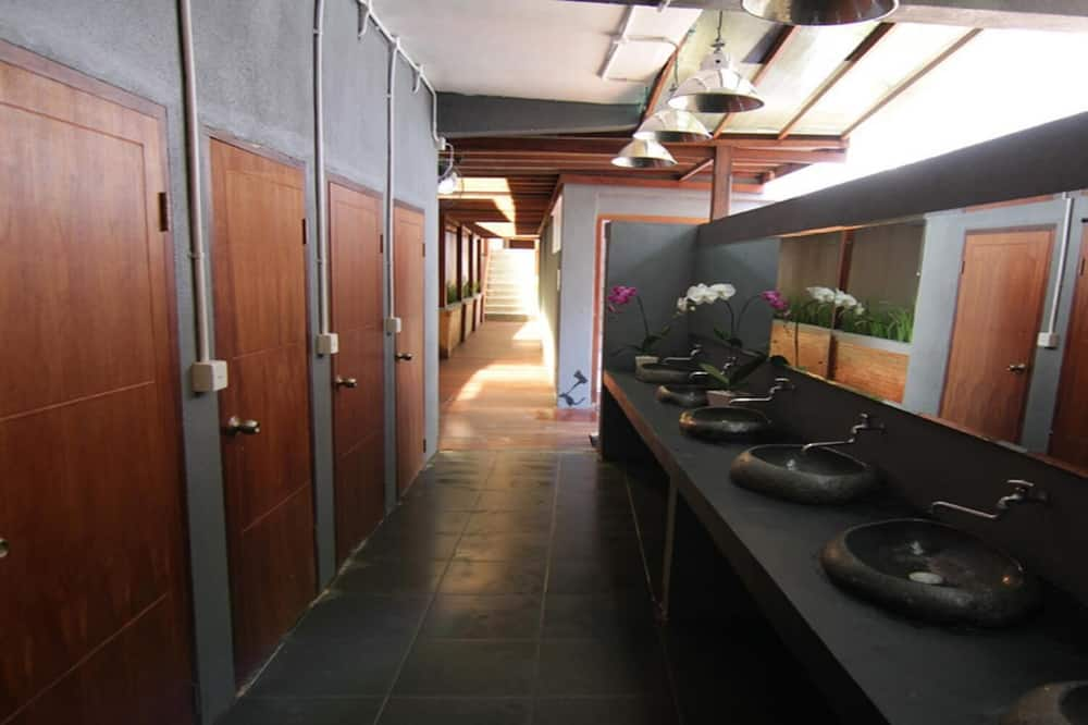 Shared Dormitory, Women only - Shared bathroom